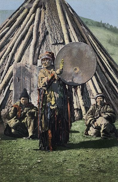SB_-_Altay_shaman_with_gong.JPG